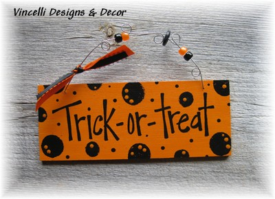 Handpainted Wood Plaque - Trick or Treat-halloween, handpainted, wood, sign, plaque, trick or treat,
